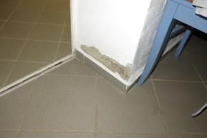 Schäden durch falschen Anstrich am Kellerwandsockel