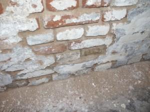 Substanzielle Feuchteschäden am Kellermauerwerk